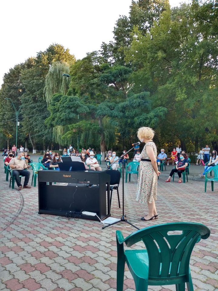 """Concert de pian: """"Lumea copilăriei în muzica clasică … la patru mâini"""", susținut de Corina Răducanu și Eugen Dumitrescu"""