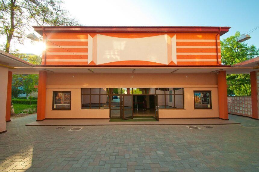 Vă așteptăm la film! Din 8 ianuarie se redeschide Cinema Capitol