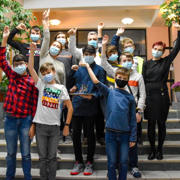 Echipa Kids4Coding de la biblioteca Onești, premiul 1 la Târgul Regional de Științe