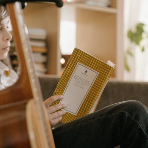 """Eu citesc, tu citești? Găburiciu Cezar Adrian ne citește din cartea lui preferată """"Jurnalul unui puști"""""""