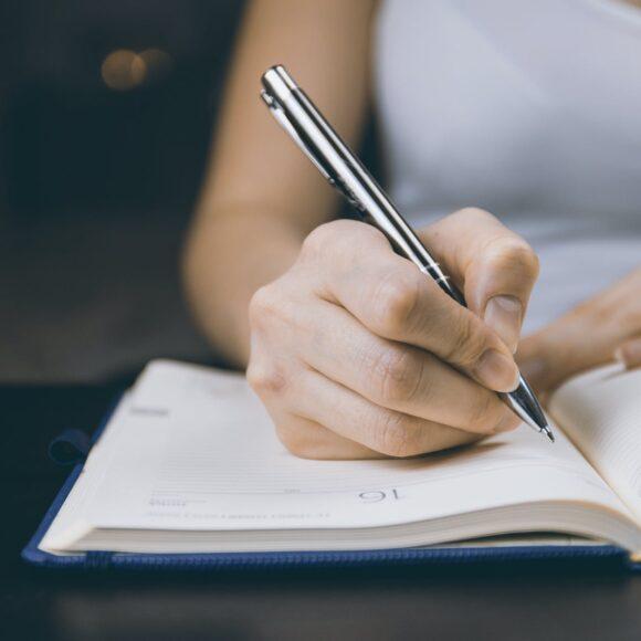 Exercițiu de gramatică: rescrieți corect enunțurile