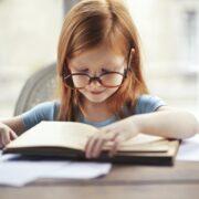 """Eu citesc, tu citești? ne întreabă Alessia Carnaru, elevă în clasa a III-a la Școala Gimnazială """"Emil Racoviță"""" Onești"""