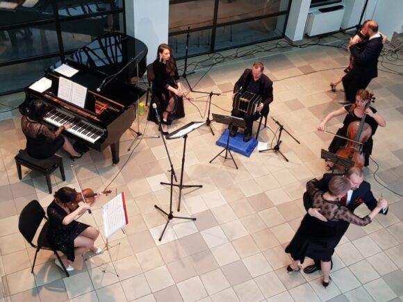 Seară minunată la Biblioteca Rosetti oferită de Cluj Tango Orchestra, prima orchestră de tango argentinian din România